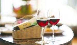 FOTO: Uređaj pomoću kojeg se vino sipa u čašu bez otvaranja flaše