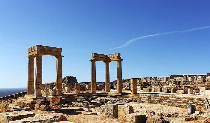 Zbog toplotnog talasa zatvoren Akropolj