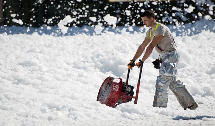 Zbog čega je čišćenje snega opasno po zdravlje
