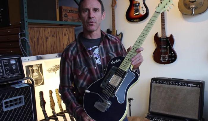 Prodaje se plava gitara Kurta Kobejna