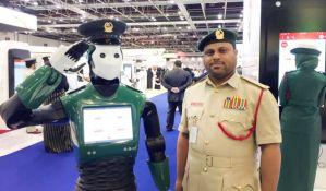 VIDEO: Robot-policajac od danas krstari ulicama Dubaija