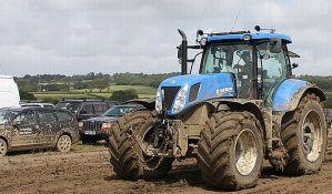Kanjiža: Traktoristi se takmičili u vožnji kroz blato