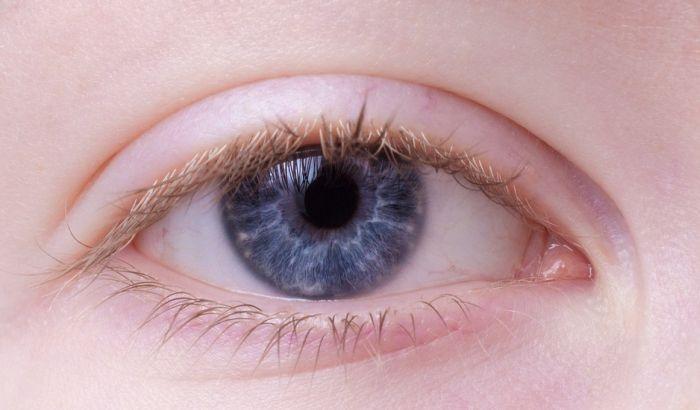 VIDEO: Zašto se većina beba rađa plavih očiju