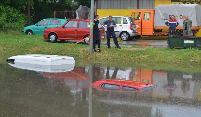 VIDEO, FOTO: Potop u Novom Sadu, obustavljena nastava zbog poplave u školi na Detelinari