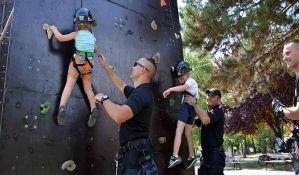 FOTO: Pokazne vežbe i druženja s policijom u Staroj Pazovi