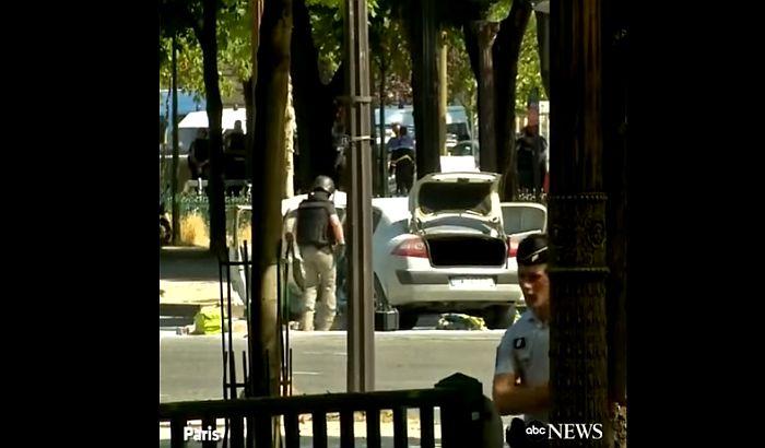 Pariz: Vozilo udarilo žandarmerijsku maricu i eksplodiralo, vozač preminuo