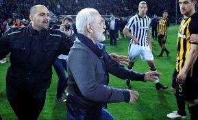 VIDEO: Suspendovana grčka fudbalska liga zbog incidenta tokom utakmice