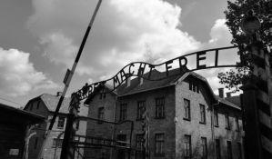 Kažnjeni zatvorom jer su goli zaklali ovcu ispred Aušvica