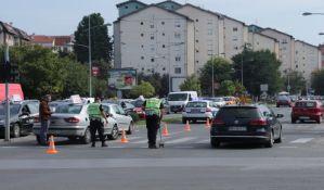 FOTO: Biciklista teško povređen u udesu na Detelinari