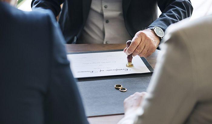 Sud EU podržao lekara koji je otpušten jer se razveo