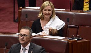 Senatorka podojila bebu u Parlamentu