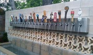 VIDEO: Iz pivske fontane u Sloveniji sada teče i