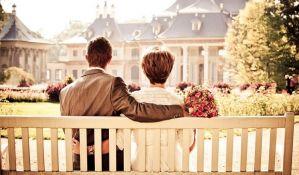 Muškarci koji žive s inteligentnijim ženama su srećniji