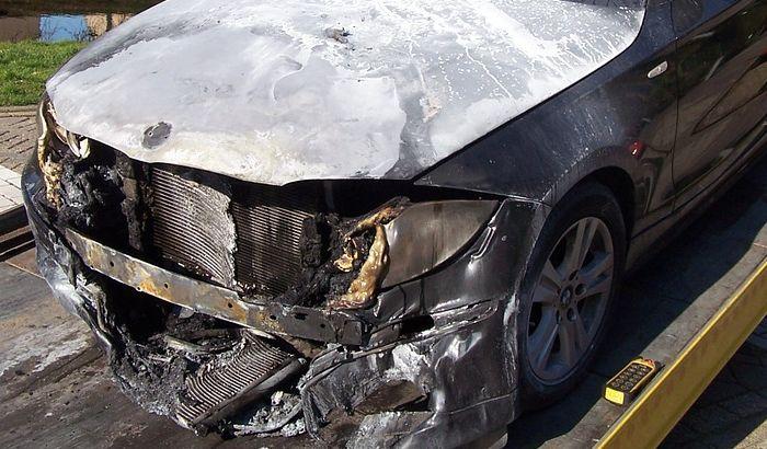Policija: Automobil odbornika DS se dva puta samozapalio