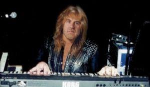 Preminuo klavijaturista benda