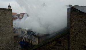 FOTO: Požar na Podbari, dve žene zbrinute