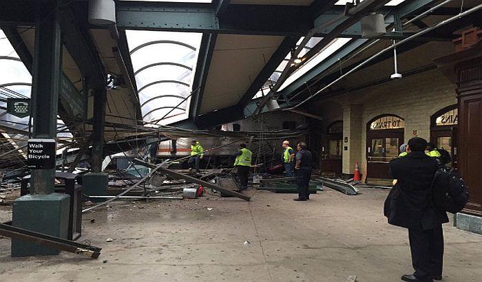 SAD: Voz udario u stanicu, više od 100 povređenih, ima mrtvih
