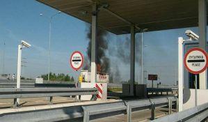 FOTO: Izgorela kamionska prikolica kod petlje Sever
