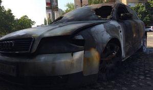 FOTO: Sinoć zapaljen automobil na Novom naselju, moguće delo piromana
