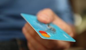Provizije do pet odsto za korišćenje kartice u inostranstvu
