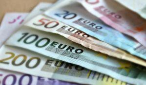 Evro i dolar se drže, franak značajno posustao