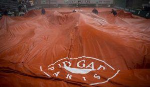 RG: Kiša pomerila meč Đokovića i Tima za sredu