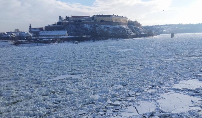 FOTO, VIDEO: Led ponovo stao kod Novog Sada