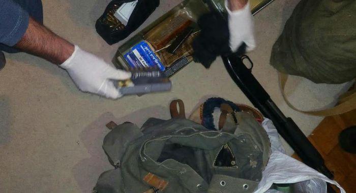 FOTO: Novosađanin uhvaćen sa arsenalom oružja