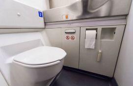 Avion pun vodoinstalatera morao da sleti zbog pokvarenog WC-a