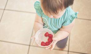 Bebe koje jedu i čvrstu hranu bolje spavaju