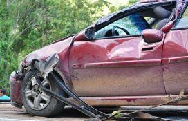 Sremska Mitrovica: Jedna osoba poginula u direktnom sudaru vozila