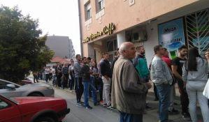 FOTO: Redovi za glasanje na referendumu o Danu Republike Srpske i u Novom Sadu