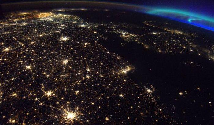 FOTO: Zašto Belgija toliko svetli iz svemira?
