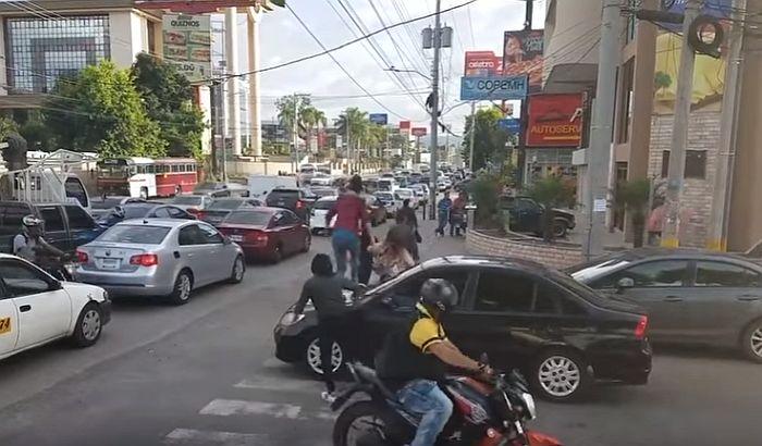VIDEO: Pešaci se