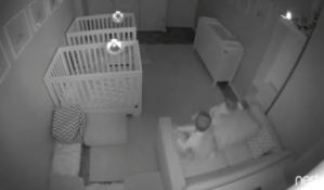 VIDEO: Blizanci čekali da roditelju odu na spavanje, pa pravili haos
