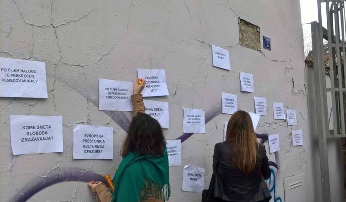 VIDEO, FOTO: Novosađani traže odgovorne za skidanje Remedovog murala