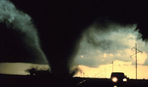 Jugoistoku SAD preti snažan tornado i grad veličine teniskih loptica