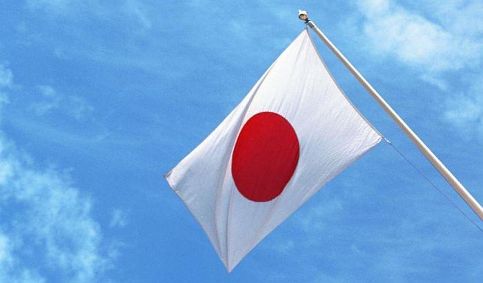 Japanskog zvaničnika preneli preko bare jer je zaboravio čizme