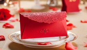 Koverte s novcem omiljen svadbeni poklon modernih srpskih mladenaca