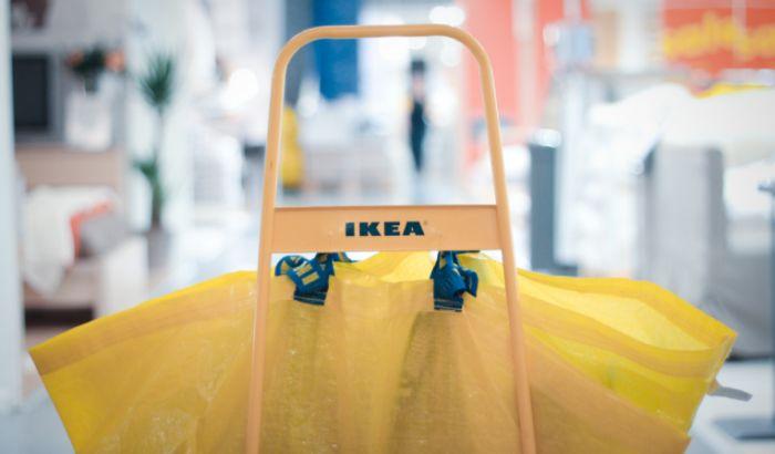 Otvaranje Ikee  - Poluprazne korpe, tek da se nešto uzme