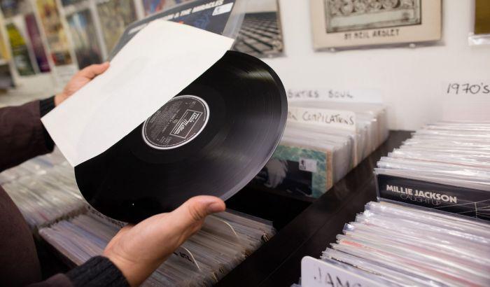 Prodaja ploča nadmašila preuzimanje muzike sa interneta