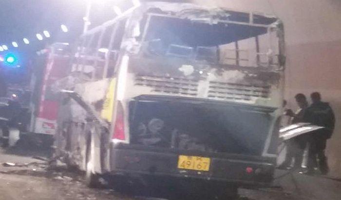 Kina: Vozač zapalio autobus pun dece