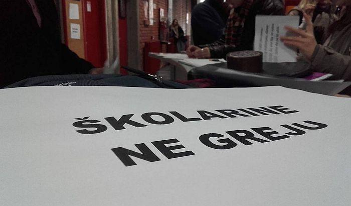 FOTO: Studenti Filozofskog fakulteta protestovali jer se smrzavaju