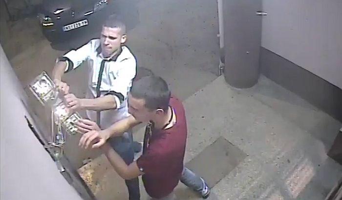 VIDEO: Vandalima za lomljenje interfona 60 dana zatvora