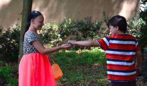 FOTO: Desetogodišnjak puštao kosu dve godine da bi drugarica imala periku