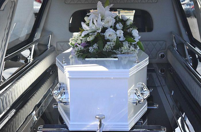 Preminula nakon što je 11 dana bila živa zakopana u sanduku