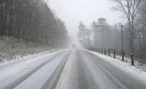 Počeo da pada sneg na Kopaoniku