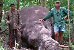 Slon izgazio lovca na smrt