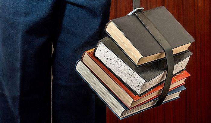Osuđen na 20 sati čitanja zbog nečitke registarske tablice