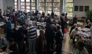 FOTO: I kolege iz regiona na skupu novosadskih filatelista